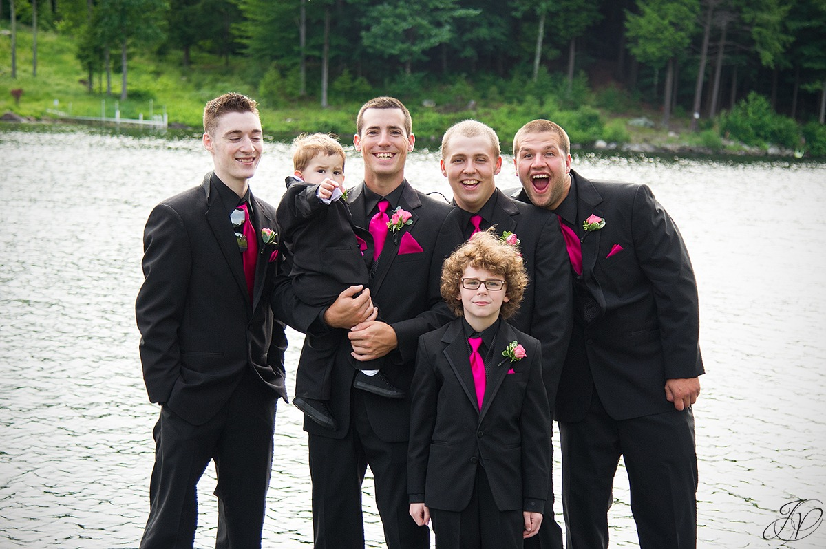 funny shot of groomsmen