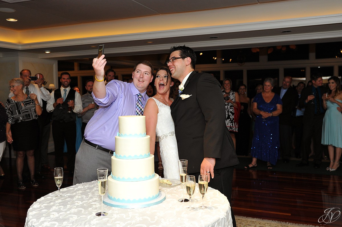 funny selfie with bride and groom before cake cutting