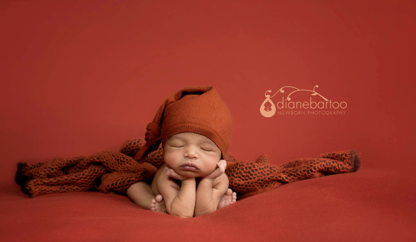 Newborn photo in froggy pose